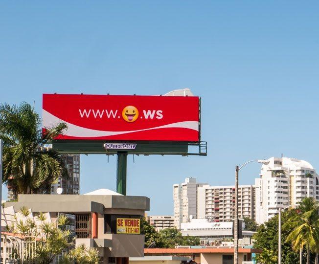 In 2015 gebruikte Coca-Cola een Emoji domeinnaam op een billboard in Puerto Rico